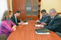 У Львівській ОДА підписали договір щодо популяризації влаштування дітей-сиріт та дітей, позбавлених батьківського піклування, до