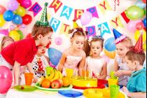 Первый день рождения в новой семье — как провести с пользой