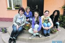 Закарпатська родина забрала з інтернату ...67 сиріт!